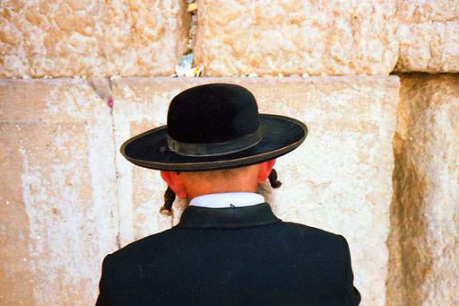 in den Mauerritzen steckten die Gebete der vielen Gläubigen
