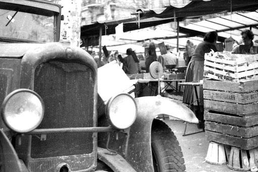 Nostalgisch die Transportmittel und auch die Art des Verkaufs