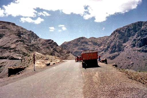 langsam ging es in den Tizi n´Tichka-Pass hinein