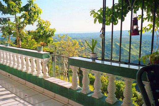 überwältigend der Panorama-Blick von der Terrasse aus