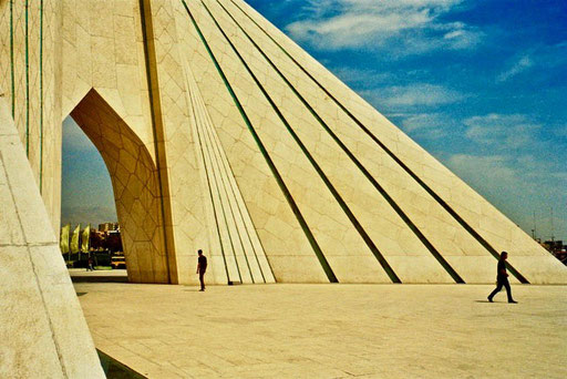 Prächtig der Asadi-Tower und Square in Teheran