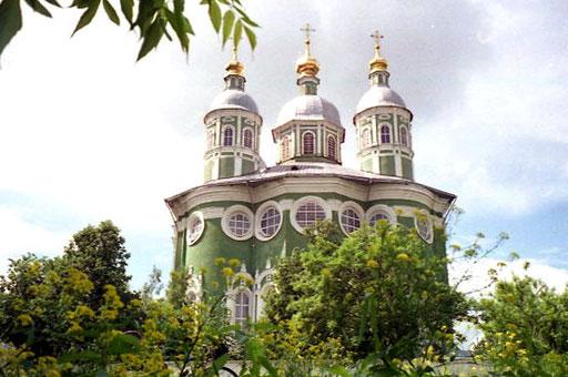 auf einem Hügel thronend ist Uspenki-Kathdrale das weithin sichtbare Wahrzeichen der Stadt