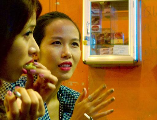 die jungen Vietnamesinnen sind sehr modebewußt