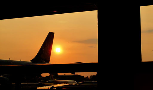 letzter Sonnenuntergang in Vietnam - am Flughafen von Saigon - Hoh Chi Minh City