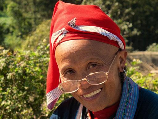 durch die rote Farbe des roten Kopftuches wird die Unterscheidung der Dao-Do erleichtert