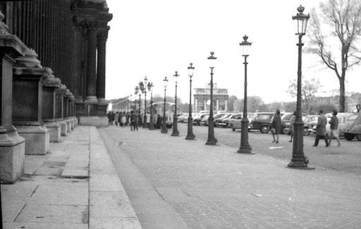 Blick auf den Arc de Triomphe du Carrousel
