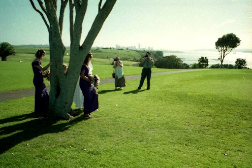 eine Hochzeits-Partie hoch über Auckland