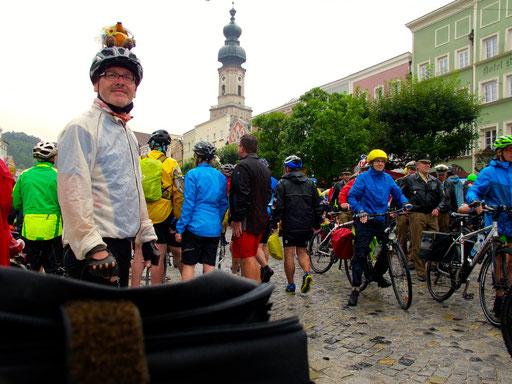Zielankunft in Burghausen - die Stimmung verlor sich leider im Regen