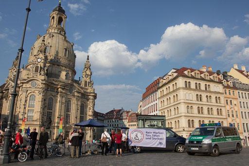 2014-04-30 Frauenkirche Dresden, Infostand Polizei