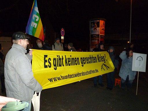 Rückblick: Protest gegen das Adventskonzert des Heeresmusikkorps 12 am Donnerstag, 05.12.2013, kath. Kirche Allerheiligen, Nürnberg