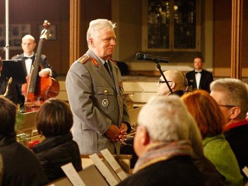 General Wieker und seine Musiker machen Militärwerbung. Hier: 2012 in Bonn Kreuzkirche, Quelle Bundeswehr Bier