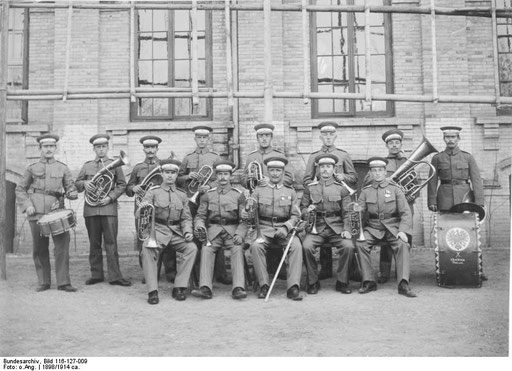 Bundesarchiv Bild 116-127-009 deutsche Militärmusiker in Tientsin = Tianjin/China