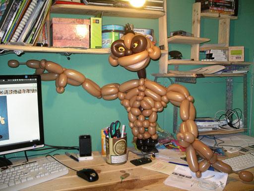 "sculpture de ballons ""extra-terrestre"""
