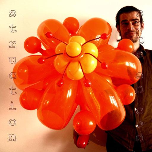 """sculpture de ballons """"bouquet de fleurs géantes"""" pour l'anniversaire d'une demoiselle"""