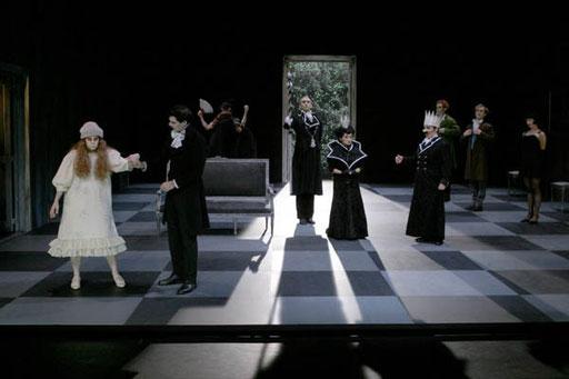 """""""Yvonne, princesse de Bourgogne"""" mise en scène Philippe Adrien. Théâtre de la Tempête. 2004"""
