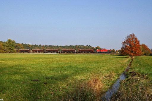 """""""Schotterverkehr"""" in der Westpfalz vom Seinbruch in Rammelsbach nach Einsiedlerhof, 294 683 mit EK 55909 kurz vor Landstuhl am 24.10.2012"""