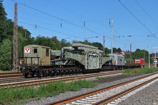 Nachschuss auf denTrafotransport zum  Umspannwerk Uchtelfangen im Saarland der auf der Schiene bis Eppelborn  und von da die letzten Kilometer per LKW erfolgt, die Zuglok des GC 62384 aus Mülheim-Styrum war 185 055, hier in Dudweiler 03.09.2012
