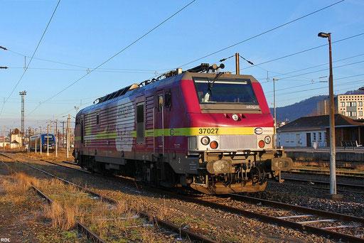 AKIEM BB37027 wartet in der Abendsonne in Forbach auf neue Aufgaben, 12.12.12