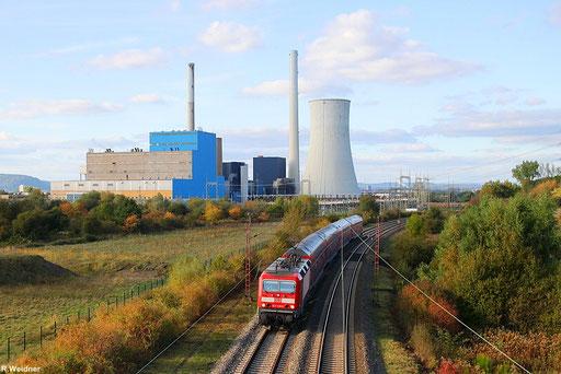 143 930 auf der RE1 Linie Koblenz - Saarbrücken hier mit RE 12014 vor der Kulisse des Kraftwerk in Ensdorf (Saar), 07.10.2012