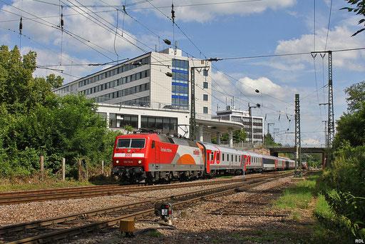 """120 112 """"Märklin"""" mit EN 452 Moskva Belorusskaja - Paris Est bei der Einfahrt in den Saarbrücker Hbf dort findet dann Lokwechesl auf BR 181 statt  18.07.12"""