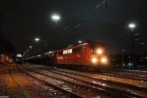 """151 001 mit """"Schotterzug"""" GB 62487 Einsiedlerhof - Kornwestheim, aufgenommen im Abgangsbahnhof am 26.11.2012"""