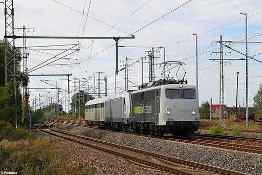 Loküberführung nach Polen, RailAdventure 139 558 mit einer Traxx DE (76 102) und ein Begleitwagen als Dbz 93228 Nürnberg Hbf - Guben, Falkenberg/Elster o.B. 23.09.12