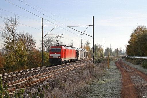 frostiges Saarland, 186 326 mit EK 55980 Saarbrücken Rbf - Fürstenhausen und einem beladenem Autotransportwagen für das Auto-Service-Center Überherrn,Gersweiler 29.10.