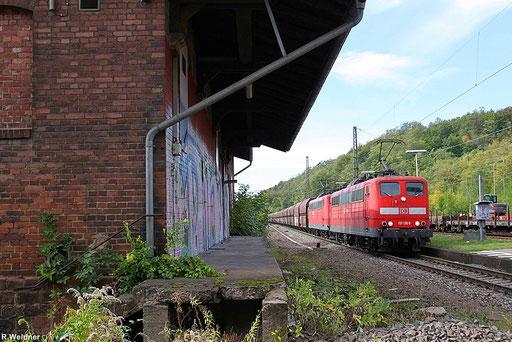 Doppeltraktion 151 136 +151 150 am alten Güterschuppen in Luisenthal (Saar) mit GM 48747 Maasvlakte Oost - Neunkirchen, am Schluss schiebt noch 151 031, 13.10.2012