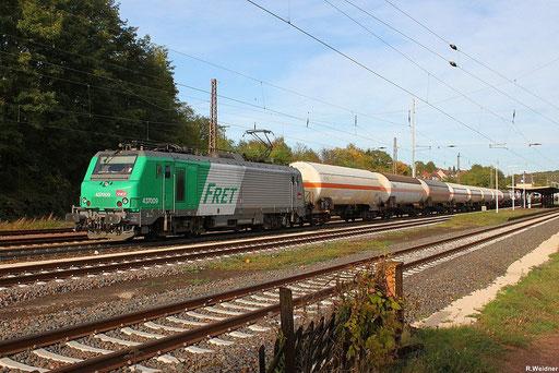 SNCF FRET BB37009 mit SY 48230 Neunkirchen (Saar) - Metz Sablon,eine sogenannte Systemtasse bestehend aus einem Gaskesselwagenganzzug durch Dudweiler  am18.10.12