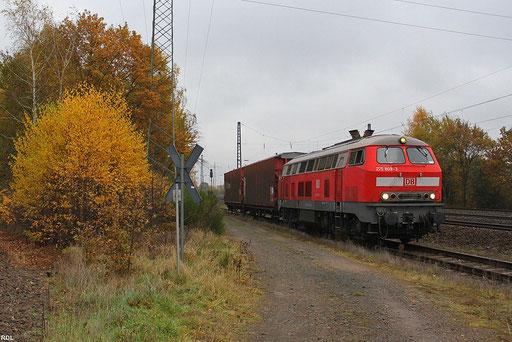 """Rangierdienst """"Opelwerk"""" außerplanmäßig mit 218 009, im Anschlußgleis zu Opel Werk Kaiserslautern mit zwei Hbis-tt Wagen am 07.11.2012"""