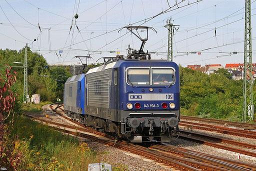 RBH 143 936 und RBH 145 101 fahren gemeinsam von Saarbrücken nach Fürstenhausen um dort einen leeren Kohlezug nach Duisburg-Ruhrort zu befördern,  Saardamm 20.09.12