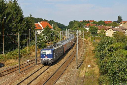 """181 201 durchfährt mit EN 452 den Stadteil """"Verrerie Sophie"""" in Stiring-Wendel und wird gleich zum Personalwechel am Bahnsteig in Forbach/F halten, 10.09.2012"""