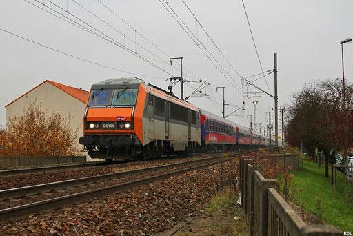 nach Lokwechsel auf SNCF BB26155 fährt der BTE Sonderzug weiter nach Paris Est , Ausfahrt Forbach/F 15.11.2012