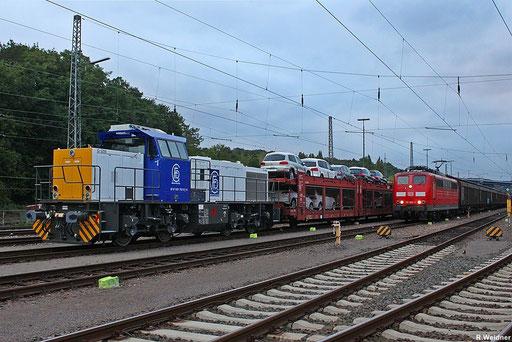 """zur Überführung nach Frankreich ist  0001 762-0 F-VL Delcourt Ferroviaire D.F.C. SARL in den """"Frachtenzug"""" EZ 44270 eingereiht , daneben steht 151 062 mit EK 55885 nach Neunkirchen, Saarbrücken Rbf am Abend des 14.09.2012"""