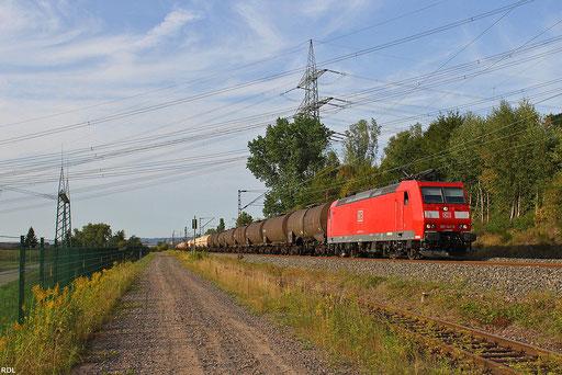 Kesselwagenganzzug GC 47763 Rotterdam-Botlek - Saarbrücken Rbf Nord mit der sauberen 185 141 am Abend des 23.08.2012 am Kohlekraftwerk Ensdorf(Saar), der Zug fährt nach Lok-und Zugnummerwechel weiter nach Bantzenheim im Oberelsass