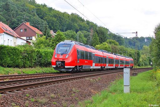"""TALENT 2 """"Hamsterbacke"""" 442 252 auf Messfahrt zur Bahnsteigprüfung auf der KBS 680 bei Scheidt  , Fahrgäste werden durch Sandsäcke simuliert , 13.08.2012"""