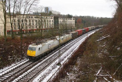 ECR 186 173 und 186 166 mit GA 49215 Forbach - Braunschweig , in Saarbrücken am Victor's Residenz-Hotel im Deutschmühlental 04.12.2012