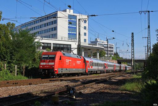 101 112 mit EN 452 aus Moskva Belorusskaja hat gleich Saarbrücken Hbf erreicht, eine Lok der BR 181 wird den Zug nach Metz bringen, nach erneuten Lokwechsel weiter nach Paris Est mit einer Lok der SNCF, 03.09.2012