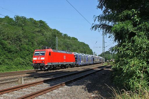 """Autotransportzug verschiedener Marken am """"alten Haus"""" in Neunkirchen/Saar ,  GA 49276 Einsiedlerhof - Hendaye mit 185 030 die bis Woippy am Zug bleibt, 25.07.12"""