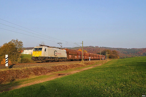 """ECR 186 345 mit """"Kohlependel"""" GM 62441 Sulzbach - Göttelborn auf der Stichstrecke von Merchweiler nach Göttelborn, am Schluss schiebt ECE 186 317, 23.10.2012"""