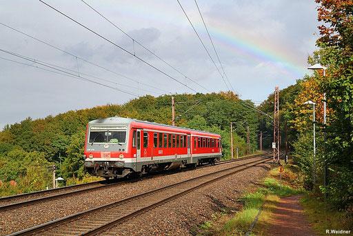 langsam färben sich die Blätter im Fischbachtal, nach dem Regen zeigte sich der Herbst von seiner schönsten Seite, 628 478 als RB 13726 Lebach-Jabach - Saarbrücken Hbf, Fischbach-Campausen 04.10.2012