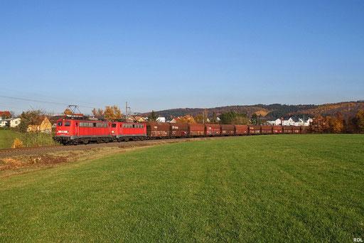 DT 140 815 + 140 837 mit dem zweiten Teil eines 4000 t schweren Kohlezuges aus Oberhausen, GM 48466 Wemmetsweiler - Göttelborn am 13.11.12 bei Merchweiler