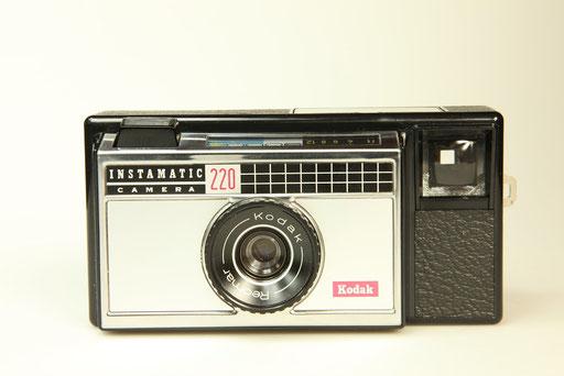 KODAK Instamatic 220  ©  engel-art.ch