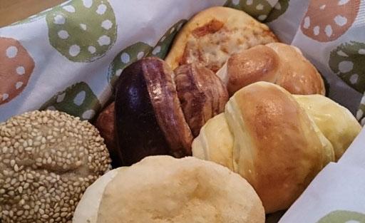おみやげパン♪  ピアのもちもちパン それからカナリアさんのパン
