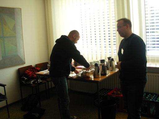 Kaffee und Kuchen... Macieks Frau hat da leckere Donauwelle gespendet