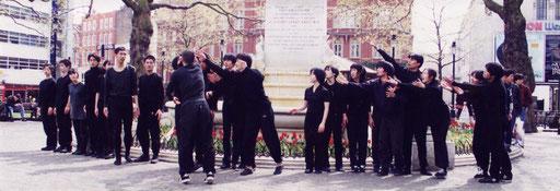 1998年 ゲリラパフォーマンスin London (リンクはありません)