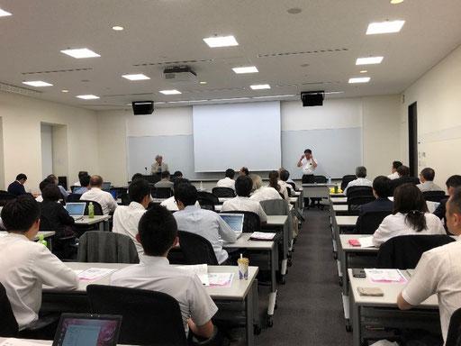 司会 若山副理事長、挨拶は矢野理事長でセミナーは開始されました。