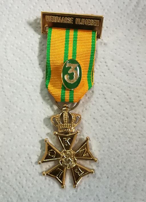 La  médaille des  4 jours de  NIJMEGEN  -   3   ans de suite  .