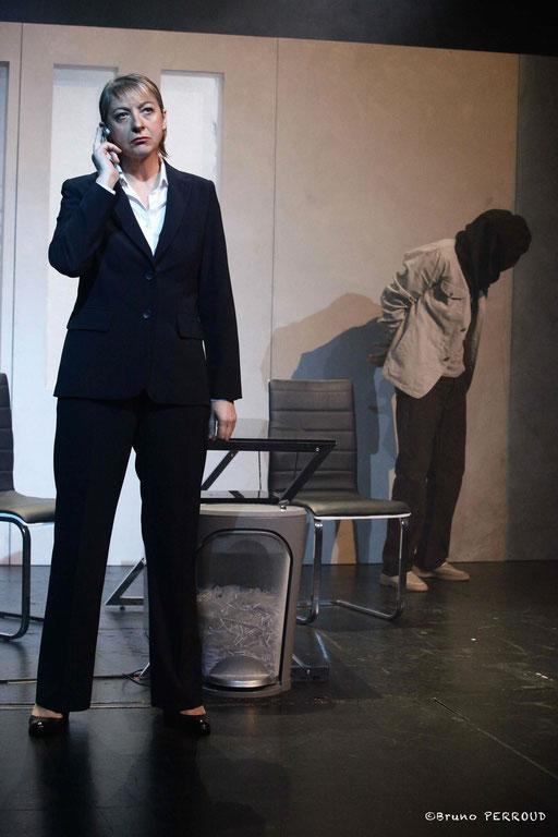 Helmi DRIDI et Pascale DENIZANE dans À NU adaptation et mise en scène Marc SAEZ au Vingtième Théâtre