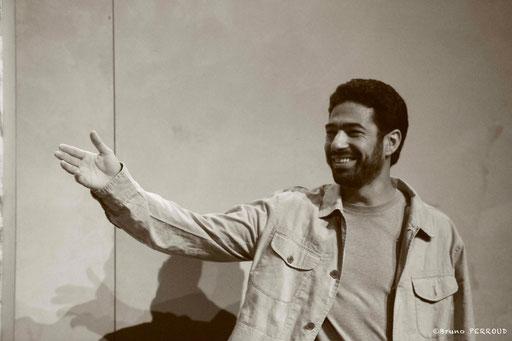 Helmi DRID dans À NU adaptation et mise en scène Marc SAEZ au Vingtième Théâtre